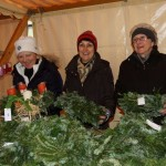 Cilli Affenzeller, Marietta Linzmayer und Liesl Fröhlich verkauften rund 200 Kränze