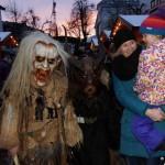 Kinderkrampusse erschrecken Kinder