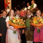 Die Marketenderinnen Barbara Aigner und Katharina Grießner verabschieden sich