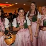 Aber keine Sorge, es sind noch vier hübsche Damen im Einsatz
