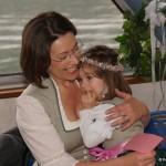 Nora, berührt von den liebevollen Sprüchen der Mama
