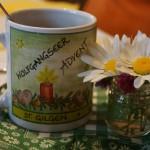 Der Wirt beweist Humor, serviert den Tee passend zum Wetter im Adventhaferl