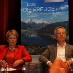 Andrea Stifter (Reisebüro Vorderegger) und Hermann Mosshammer (Lokalbetreiber)