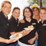 Die Ladies von Kud Zumbuli verkaufen ihre Spezialitäten