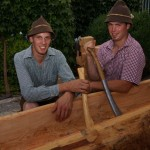 Markus Neumayr und Josef Pichler von der Landjugend haben einen Brunnen gemacht