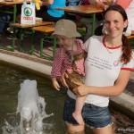 Meerjungfrau Sabrina Pfeffer und Sohn Jannick tummeln sich natürlich im Wasser, ihrem Element!