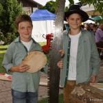 Florian und Fabian Moser werkten mit der Säge