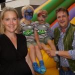 Fun in der Kinderecke: Matthias und Anita Neumyr mit Julian und Matthias jun.