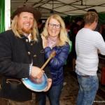 Erika Hörl mit ihrem Bruder. Die Tupperlady hat extra eine Benefiz-Tupperparty veranstaltet.
