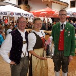 Gewinnerin Theresia Steidl in der Tracht von der TMK Leogang