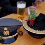 Harmonisches Duo: Rotes Kreuz und Trachtenfrauen. Nächstes Jahr Kameradin?