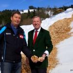 Bergbahnenchef Toni Schwabl mit LH Wilfried Haslauer bei der Öffnung des Schneedepots