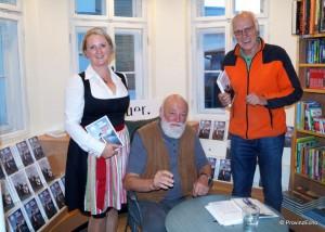 Mit Isabell Ellmauer und Bezirksarchivar Horst Scholz