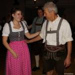 Der gute Tänzer wird auch von den feschen jungen Dirndl gern aufgefordert