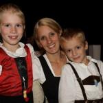 Christoph und Elena mit Mama Tanja
