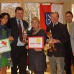 Bürgermeister und Landehauptmann haben einen schlauen Fuchs erhalten. Im Bild mit Nicole und Fred Waltl (re.), Amtsleiter Mario Payer (l.) und Vizebgm. Hermann Unterberger